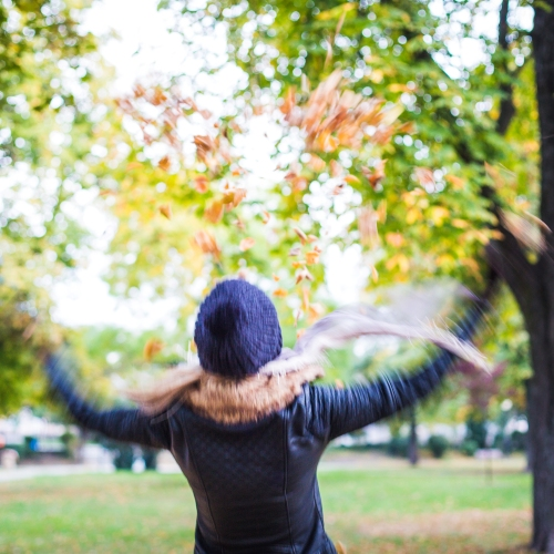 girl-throwing-autumn-leaves-in-the-air-picjumbo-comúj.jpg